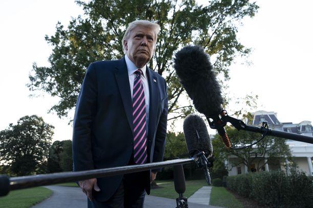 Trump puhui lyhyesti toimittajille lähtiessään Valkoisesta talosta kampanjatilaisuuteen.