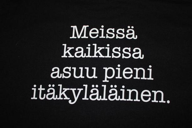 Itäkyläläiset ovat ylpeitä kylästään, kuten t-paidan teksti kertoo.