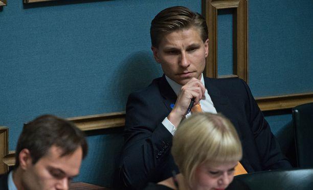 Oikeusministeri aikoo lähiviikkoina tehdä päätöksen, millainen selvitys positiivisen luottorekisterin soveltamisesta Suomeen teetetään.