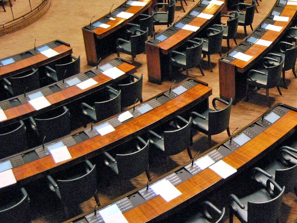 Eduskunnan istuntosali on ensi viikolla tyhjä, sillä kansanedustajat ovat istuntotauolla.