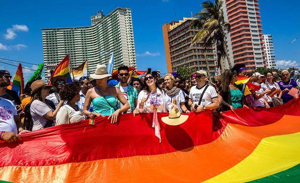 Katolinen kirkko toivoo, että kuubalaiset torppaavat perustuslakimuutoksen, joka sallisi samaa sukupuolta olevien parien avioliiton.