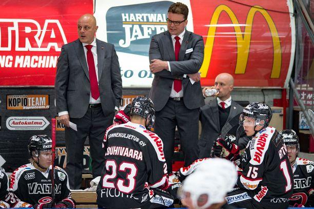 JYPin valmentajat Ari Santanen (vas.) ja Pekka Tirkkonen lomautettiin viime viikolla.