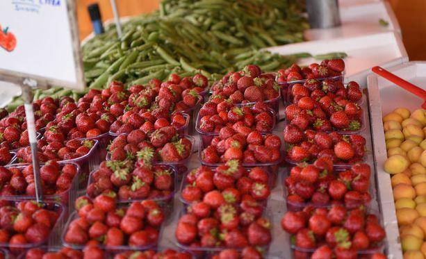 Kasvun ja kypsymisen kannalta kevät ja alkukesä ovat olleet mansikalle suotuisia.
