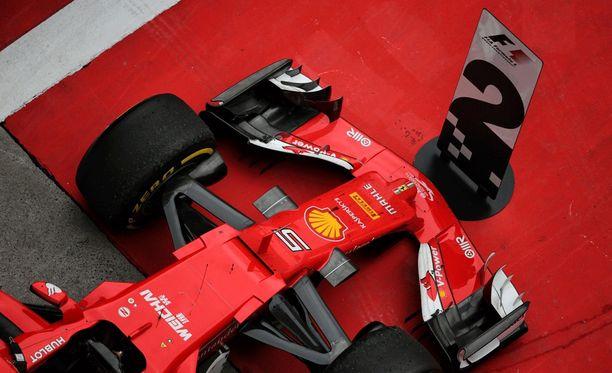 Sebastian Vettelin auto parc ferme -alueella.