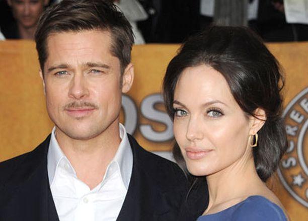 Brad ja Angelina rakastuivat elokuvan kuvauksissa, kun Brad oli vielä naimisissa Jennifer Anistonin kanssa.