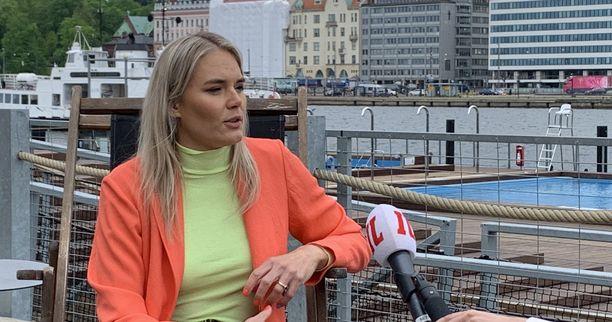 Marja Kihlström puhuu julkisuudessa seksuaalisuudesta häpeilemättä.