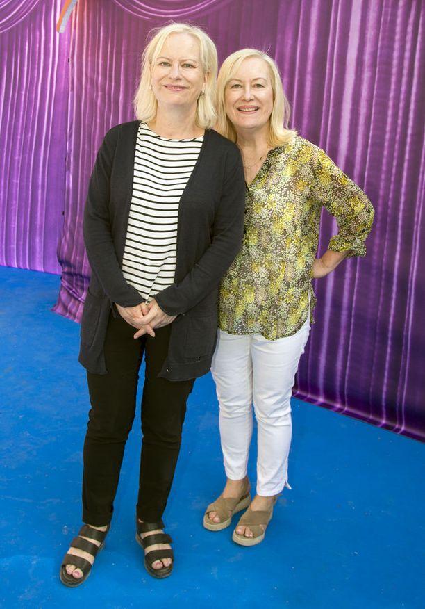 Sisarukset Tiina ja Sinikka Nopola ovat kirjoittaneet Risto Räppääjä -kirjat. Heillä on elokuvassa myös tuottajan rooli.