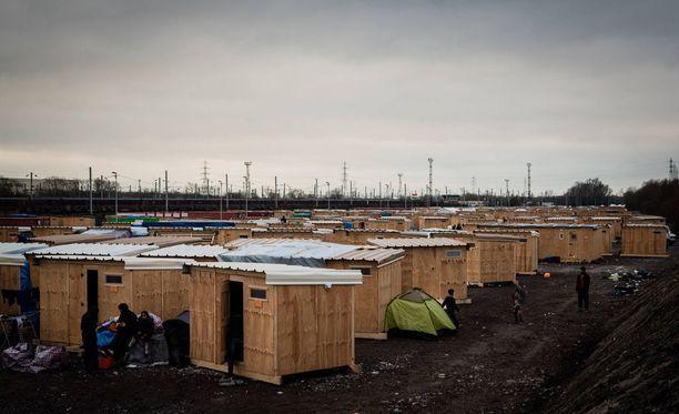 Leirissä asui noin 1500 ihmistä. Heidät aiotaan sijoittaa hätämajoitukseen.