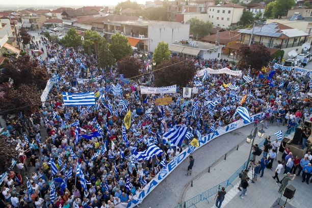 Mielenosoitus muinaisen Makedonian valtakunnan pääkaupungissa Pellassa keräsi noin 2 000 ihmistä keskiviikkona.