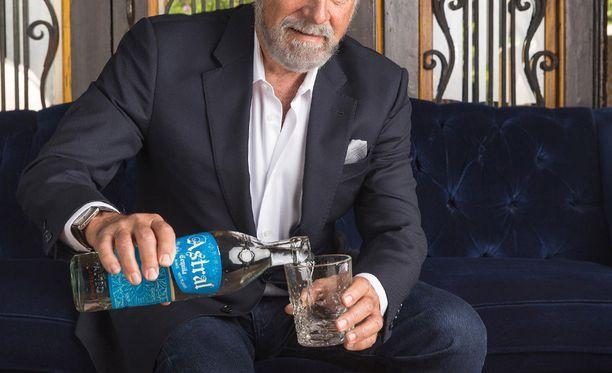 Todistajan mukaan toimitusjohtaja tarjoili pitkin iltaa ihastukselleen tequilaa, jossa on alkoholia vähintäänkin yhtä paljon kuin vodkassa. Kuvituskuva.