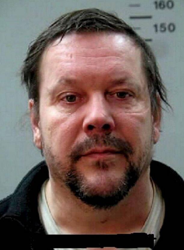 Poliisi etsii tätä miestä epäiltynä torstaisesta surmatyöstä.