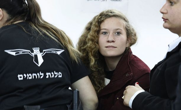 Israel on nostanut syytteet 16-vuotiasta palestiinalaista Ahed Tamimia vastaan, joka nousi joulukuussa kuuluisuuteen nettihitiksi nousseen videon myötä.