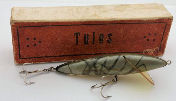 Harvinainen Tulos-vieherasia. Tampereella valmistettiin Tulos- ja Tuulos-vaappuja 1930-luvulta lähtien. Hinta-arvio 300-400 euroa.