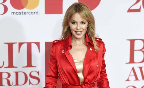 Kylie Minoguella on uusi rakas, brittiläinen mediapomo.