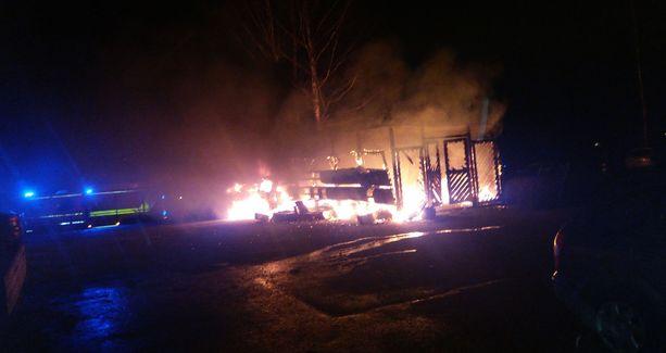 Espoossa oli maanantain ja tiistain välisenä yönä kolme tulipaloa lähes samaan aikaan.