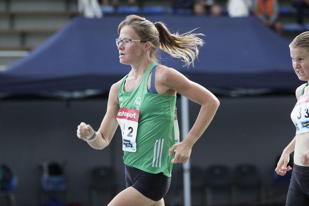 Tiia Kuikka käveli Kalevan kisojen kympillä kolmanneksi.