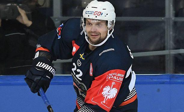 Janne Pesosen peli päättyi eilen ikävään loukkaantumiseen.