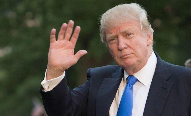 Trump erotti korruptiotutkinnasta tunnetun Bhararan maaliskuussa.