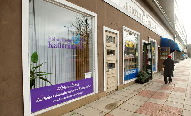 Sairaanhoitajamies ja tämän lähihoitajavaimo olivat Kattariina Oy -hoivapalveluyrityksen ainoat työntekijät.