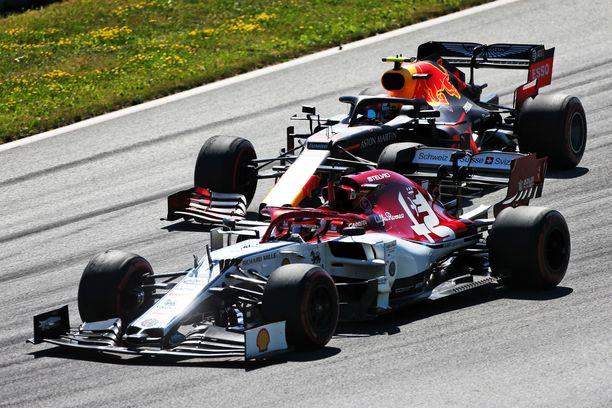 Kimi Räikkönen ja Pierre Gasly ajoivat rinta rinnan Itävallan GP:ssä.