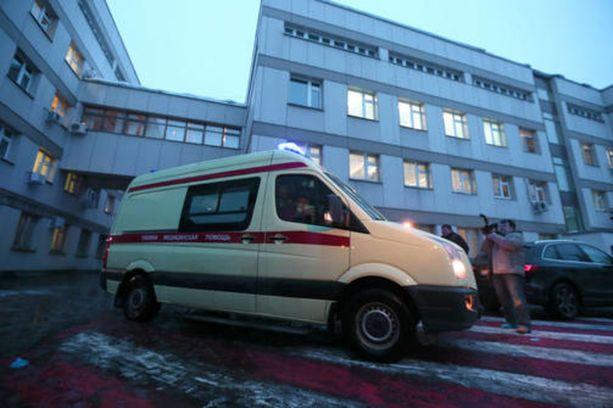 Venäjällä pohditaan uutta lakimuutosta, joka sallisi ambulanssin vaurioittaa niitä ajoneuvoja, jotka eivät suostu väistämään sen tieltä. Kuvituskuva.