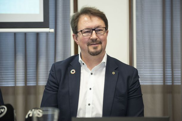 THL:n Mika Salminen kiittää suomalaisia rajoitusten noudattamisesta.