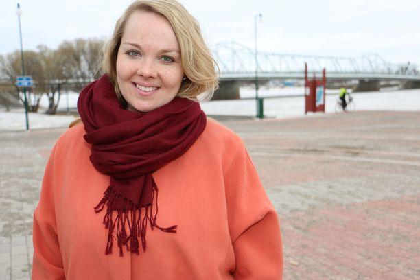 Elinkeinoministeri Katri Kulmuni (kesk) mielii puheenjohtaja Juha Sipilän (kesk) seuraajaksi.
