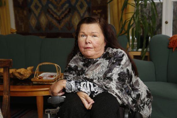 Liisa Rautanen antaa apua muille hengityslaitetta käyttäville etenkin nyt, kun poliisi tutkii epäilyä potilaan taposta.
