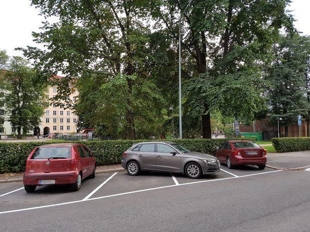 Audi-kuskin taidonnäyte Helsingin Pohjoisella Hesperiankadulla elokuussa 2017.