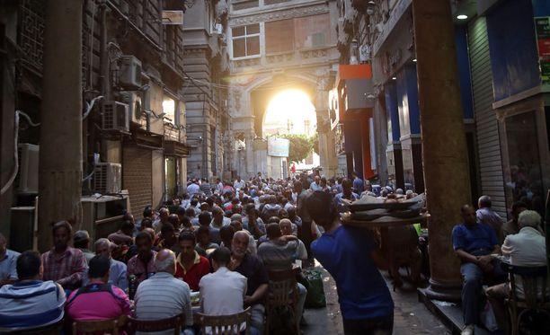 Suurin syy Egyptin talouskriisiin on turismista saatujen tulojen romahdus.