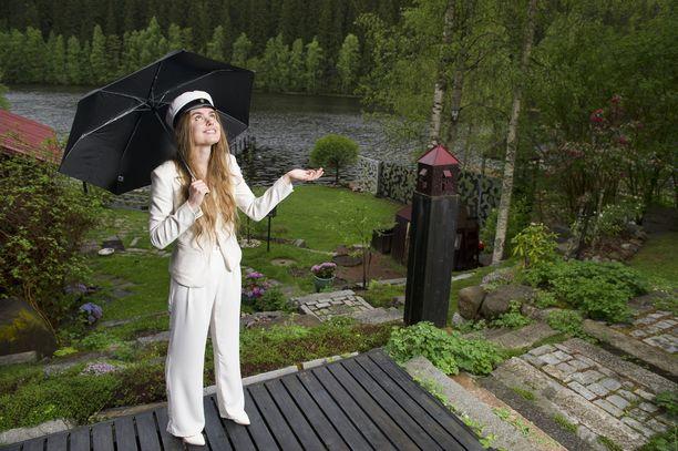 Ylioppilaiden on syytä varata juhlapäiväksi sateenvarjo ja lämpimämpää päällysvaatetta.