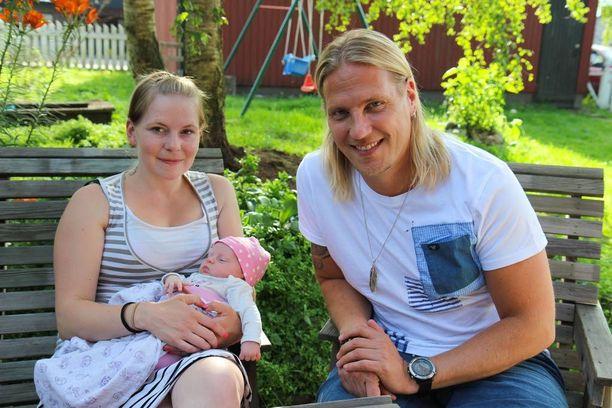 Sami Kuronen tutustuu ohjelmassa yksinhuoltajan elämän valinneeseen Katriin.