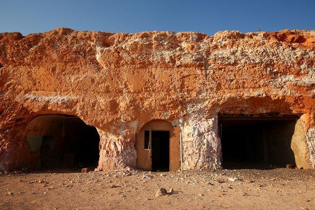 Talot on kaivettu maan alle, koska lämpötila on siellä siedettävämpi.