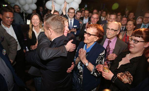 Kokoomus oli ennakkoäänien perusteella jäämässä kuntavaaleissa kolmanneksi. Kokoomuksen puheenjohtaja Petteri Orpo arvioi puolueen kirivän ykköseksi. Niin myös tapahtui.