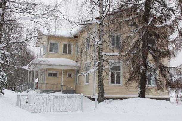 Siunaukselan päärakennus Einola on vuodelta 1912. Alun perin siinä toimi orpokoti.