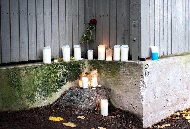 Poliisi tutkii Vallilan puukotusta tappona. Epäilty on 16-vuotias.