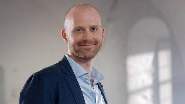 Rakkaustutkija Jason Lepojärvi nähdään syksyllä AVA:n Ensitreffit alttarilla -ohjelman asiantuntijana.