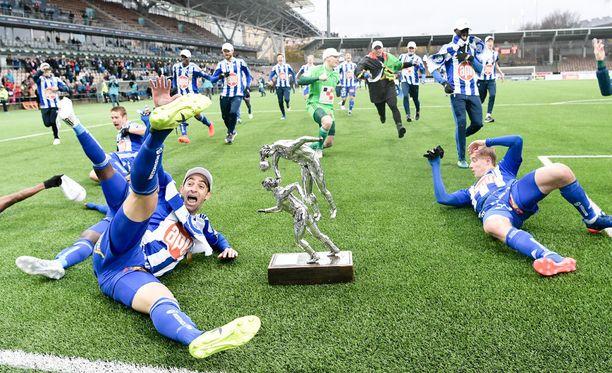 HJK aloitti mestaruusjuhlat.
