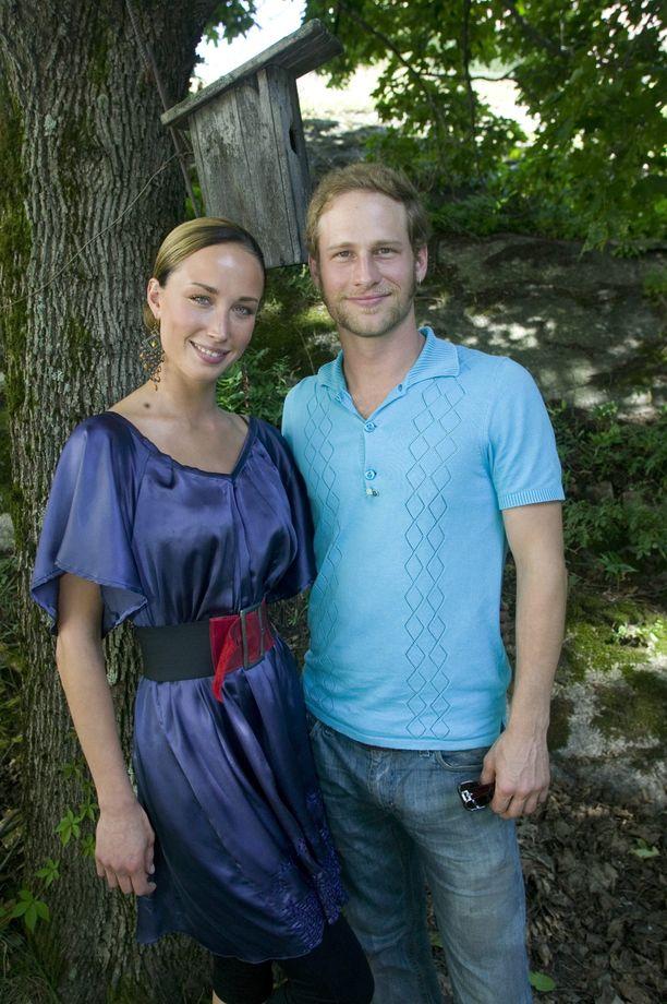 Nykyään Niina Backman työskentelee radio Novan juontajana. Lorenz Backman juontaa puolestaan Kesäterassi -ohjelmaa Mtv3-kanavalla. Kuva vuodelta 2007.