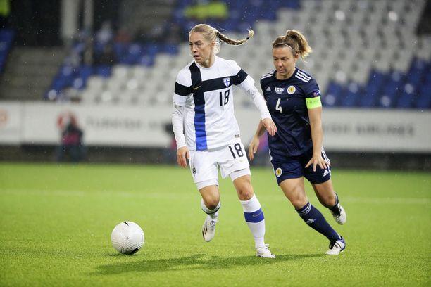 Linda Sällström oli mukana Helmarien maalikarkeloissa Kyproksella.