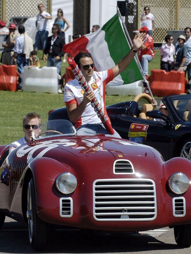 Kimi Räikkönen oli mukana juhlistamassa Ferraria.