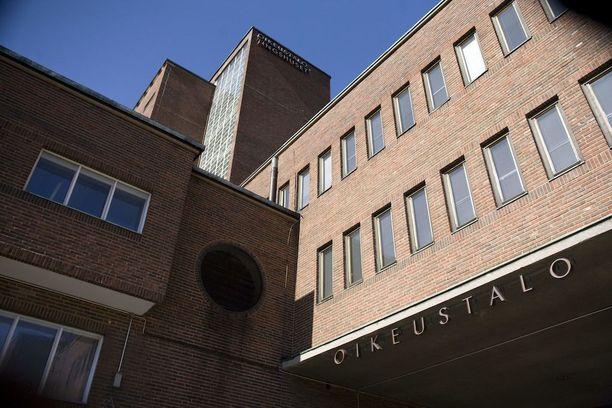Asianajajat voittivat lupalakimiehet Helsingin käräjäoikeudessa.