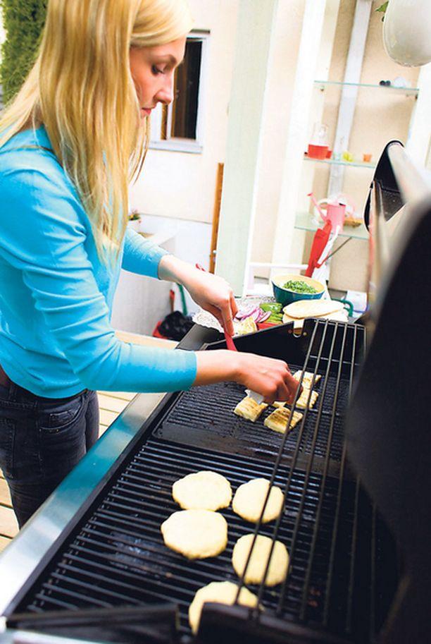 Rieskat on helppo grillata myös kotona tai mökillä.