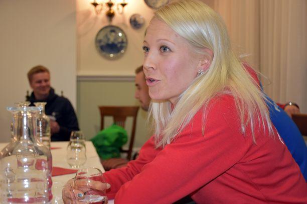 Kaisa Mäkäräinen avaa henkilökohtaisen kilpailukautensa ampumahiihdon maailmancupissa torstaina Sloveniassa.