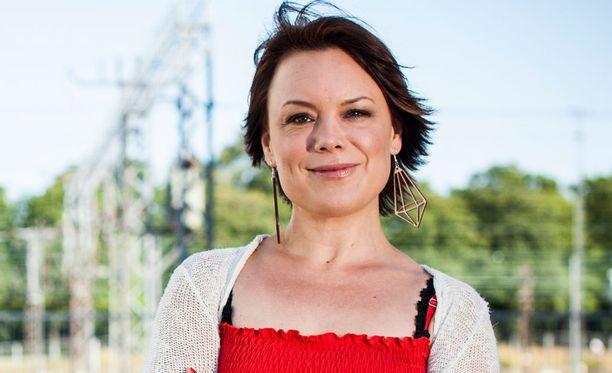 Emma Salokoski on kirjoittanut voimakkaasti kantaa ottavan tekstin.