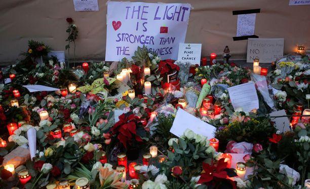Berliinissä asuvan suomalaisperheen vanhemmat kertoivat lapsilleen suoraan, mitä Berliinissä maanantai-iltana tapahtui.
