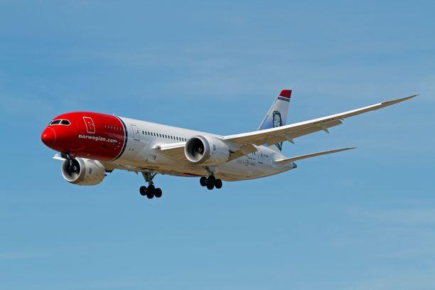 Norwegian palaa siivilleen ensi vuonna. Kuvassa yhtiön Boeing 787-8 -kone laskeutumassa Kööpenhaminaan.