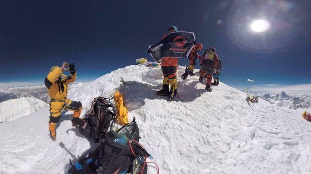 Sääolot Mount Everestillä ovat hienot, mutta vuoristotauti vaarantaa monien hengen.