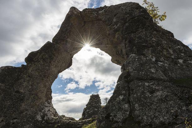 Gotlannin maisemat esiintyvät useammankin ruotsalaisen rikoskirjailijan teksteissä.