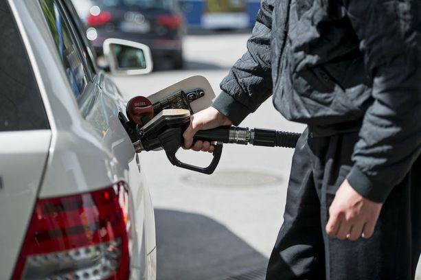Huomattava osa auton bensankulutuksesta menee kitkaan.